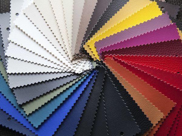 Farbfächer mit Lederfarben