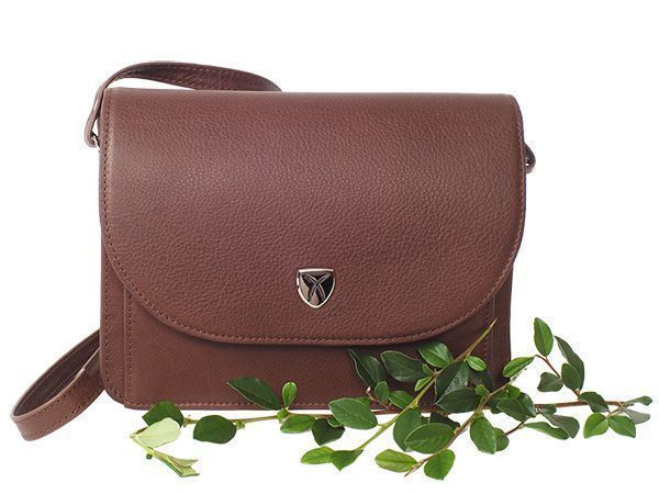 Bag made of leather tanned with an agent of the leaves of olive trees