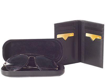 Lederetuis sind kleine Kassetten aus Leder oder mit Leder bezogenem Holz oder Metall. Sie werden für sehr unterschiedliche Zwecke benutzt, z. B. für Zigaretten, Brillen, Kreditkarten, Schmuck und viele andere Dinge.