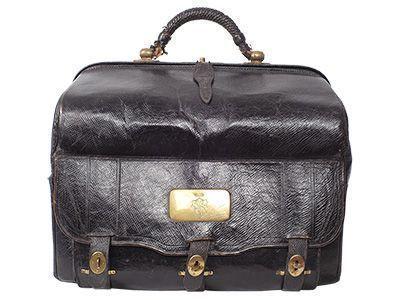 Die Reisetasche aus dem 19. Jahrhundert zeigt, dass Ledertaschen auch nach Jahrzehnten noch gut aussehen können und funktionsfähig sind.