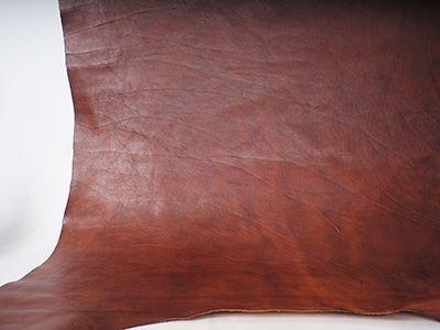 Eine transparente Zurichtung verdeckt keine Schäden und lässt das natürliche Bild der Haut erkennen.
