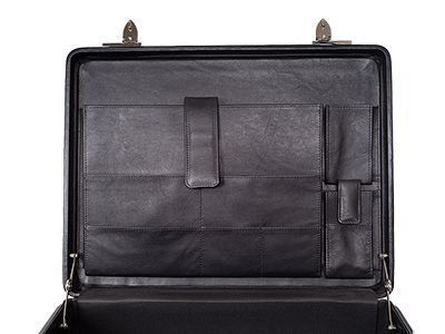 Aktenkoffer mit einer Inneneinrichtung aus Leder
