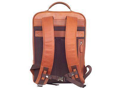 Polster werden zum Schutz des Tascheninhalts wie auch Griffen oder Gurten angebracht, um ein komfortables Tragen zu gewährleisten.