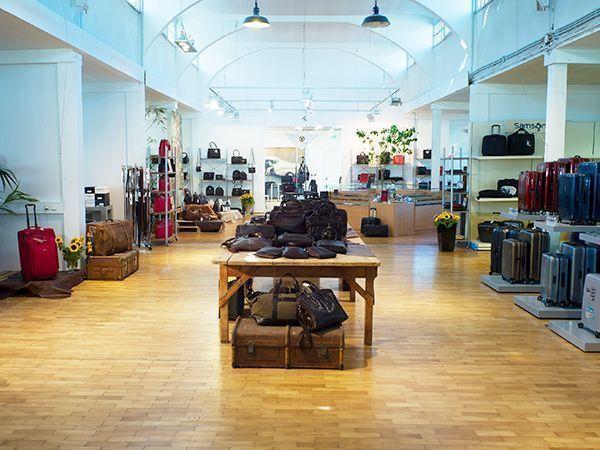 Ausstellungsfläche im Ledertaschen-Manufakturshop in Bensberg